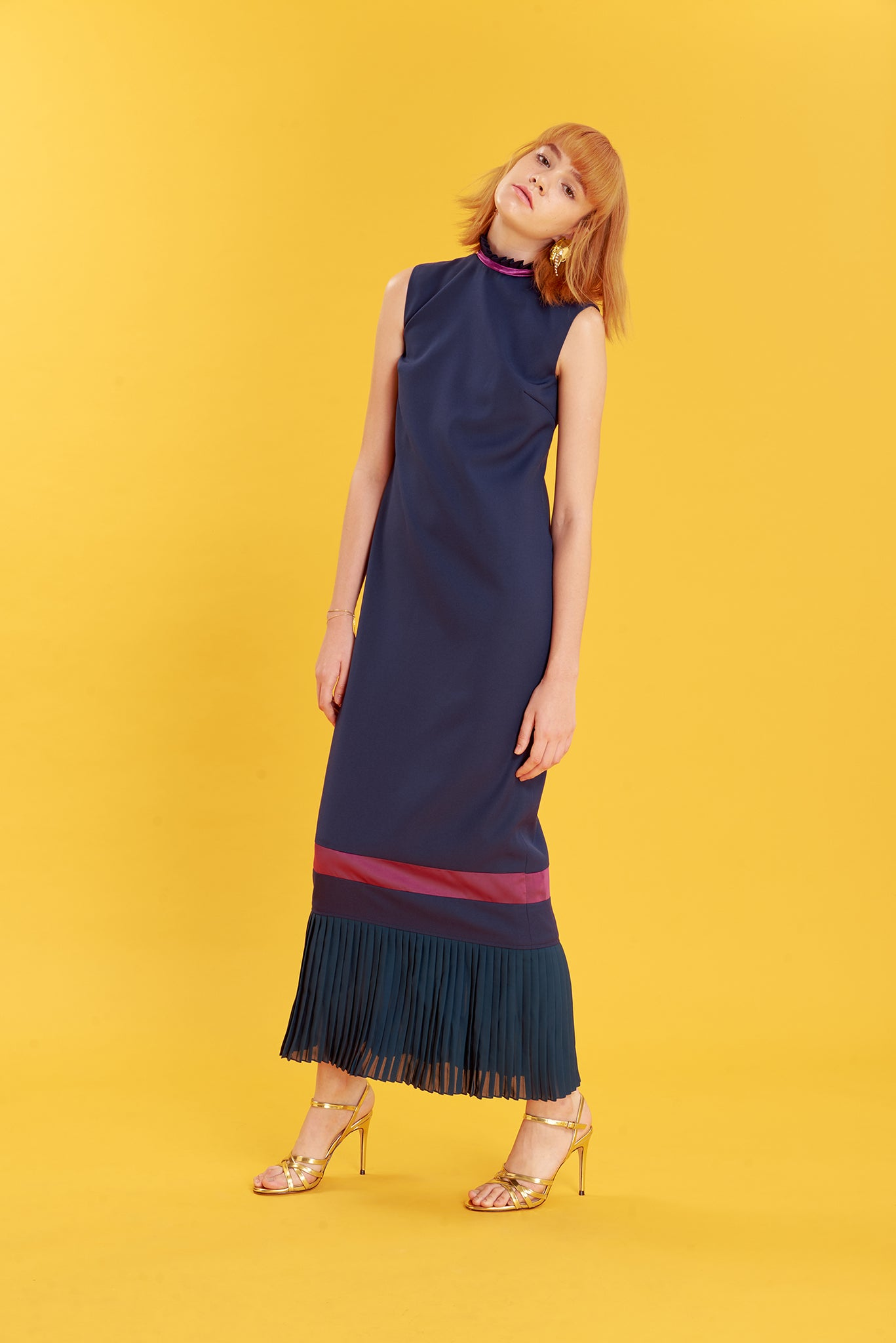 ZN121721D : DRESS WITH PLEATED NECK