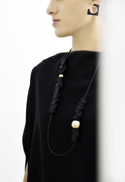 Domino Necklace Black and Gold