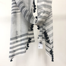 Load image into Gallery viewer, Noami scarf black white striped