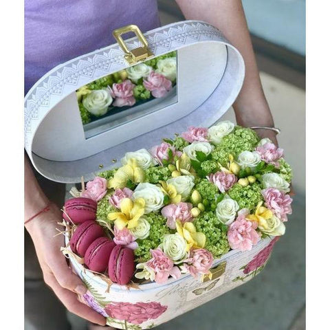 Box with macaroons - NE Flower Boutique