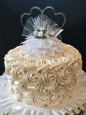 How to buy a wedding cake and find a vendor that overdelivers.