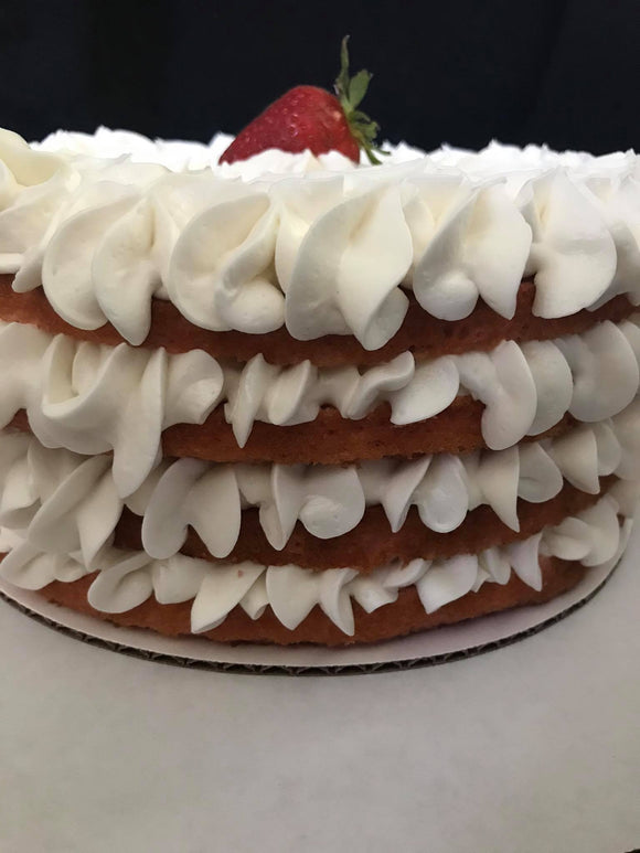 Strawberry-cream-cake-with-vanilla-bean-buttercream-icing