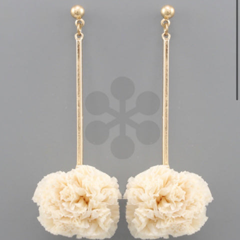 Raffia Ball & Bar Earrings: Ivory