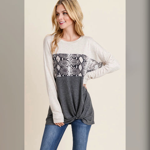 Rock your World Top: Ivory/Charcoal