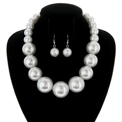 Large Pearls Necklace White