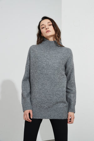RIBBED HIGH NECK KNIT