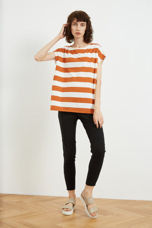 CURVED SHOULDER SEAM TEE