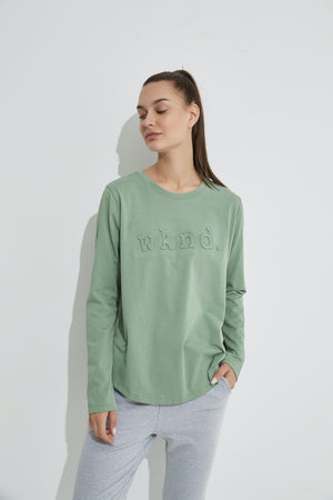 RAISED TEXT TEE LS