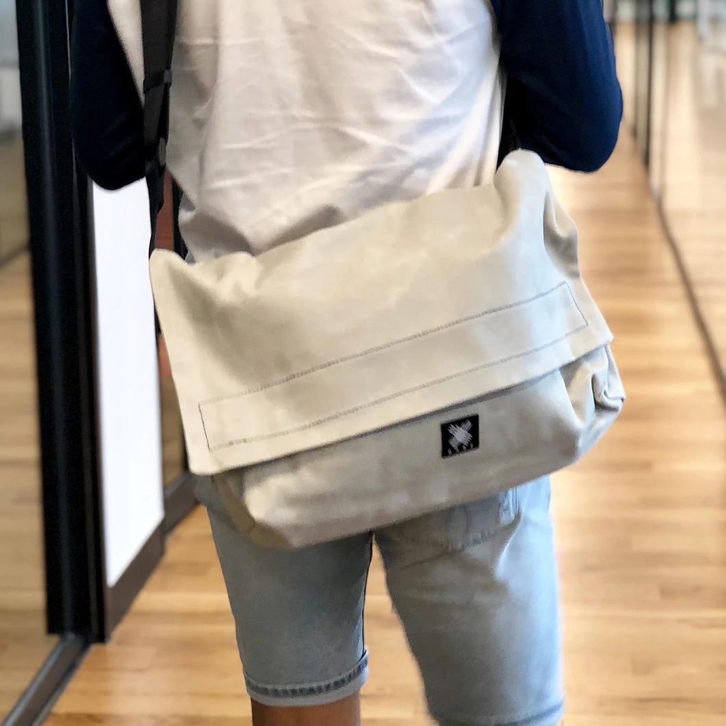 Messenger Bag - Light Grey - h-a-n-d