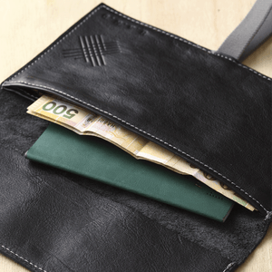 Travel Wallet - Black - h-a-n-d