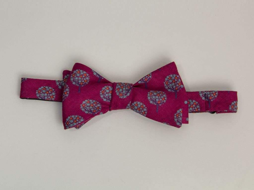 APPLE TREE PRINTED LINEN BUTTERFLY BOW TIE