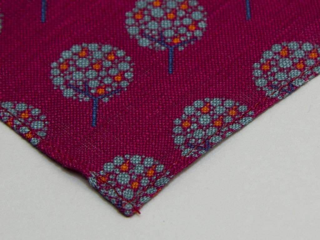 APPLE TREE PRINTED LINEN POCKET SQUARE