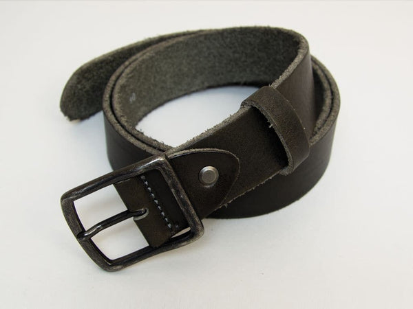 SOLID SLIM DISTRESSED LEATHER BELT
