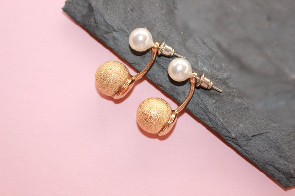 Double pearls swing curved earrings