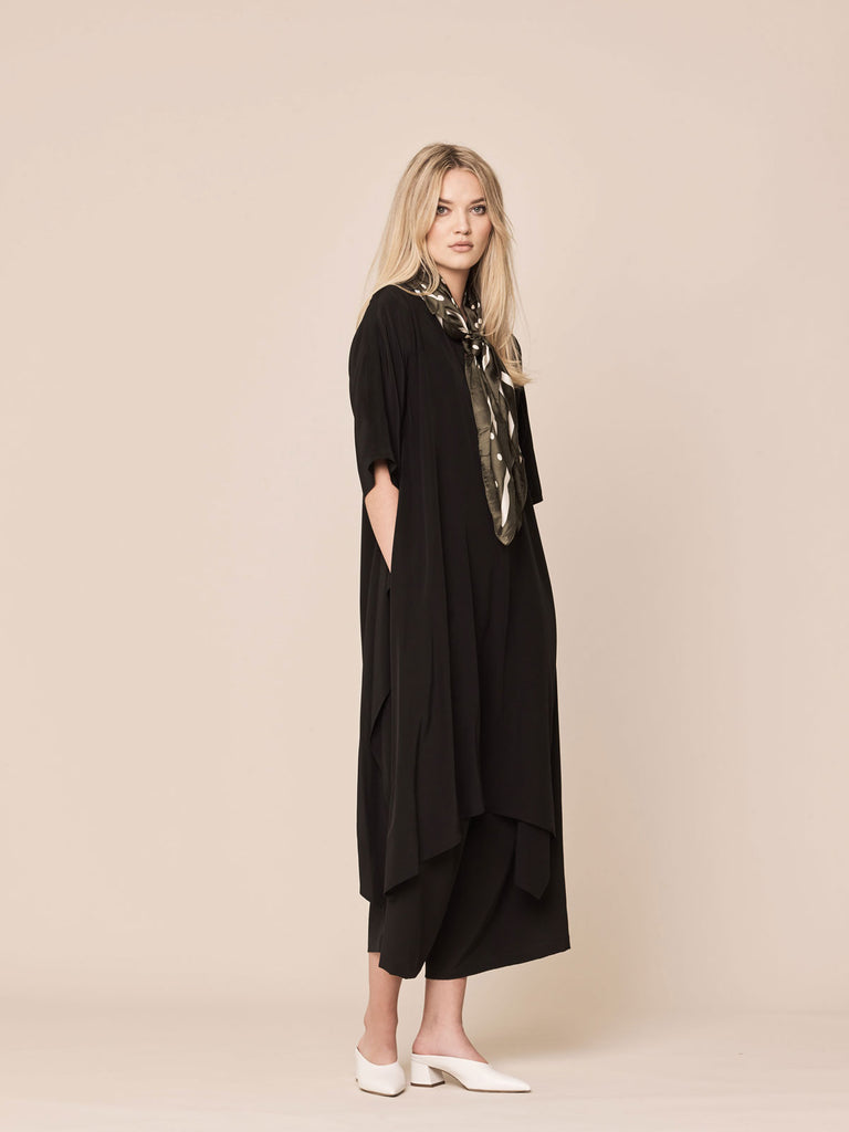 Raya (Midnight Black)
