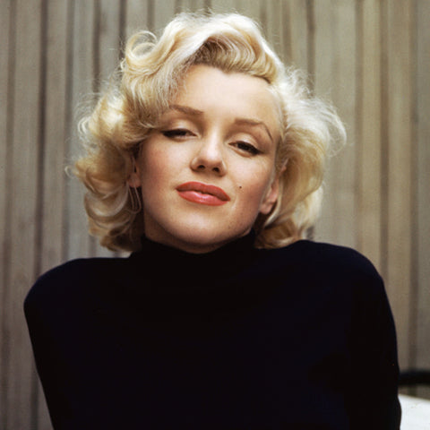 Marilyn Monroe with Classic Short Curly Hairstyle