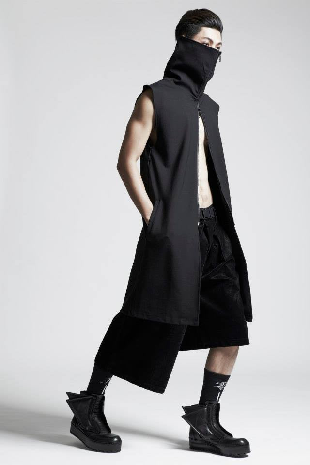 Hi-Collar Sleeveless Black Jacket
