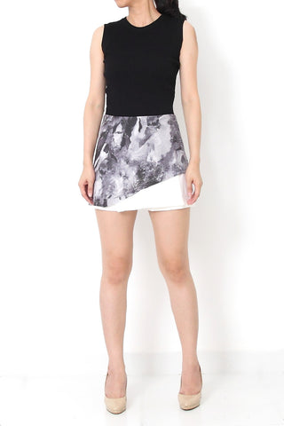 SAIRA Abstract Print Skort Black - S