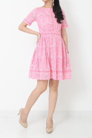 WILMA Eyelet Shift Dress in Pink - L