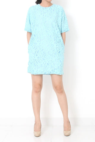 CARRESSA Oversize Lace Dress Baby Blue - S M