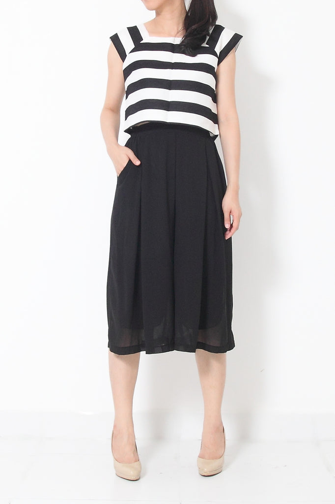 JENN Striped Oversize Crop Top Black/White - L