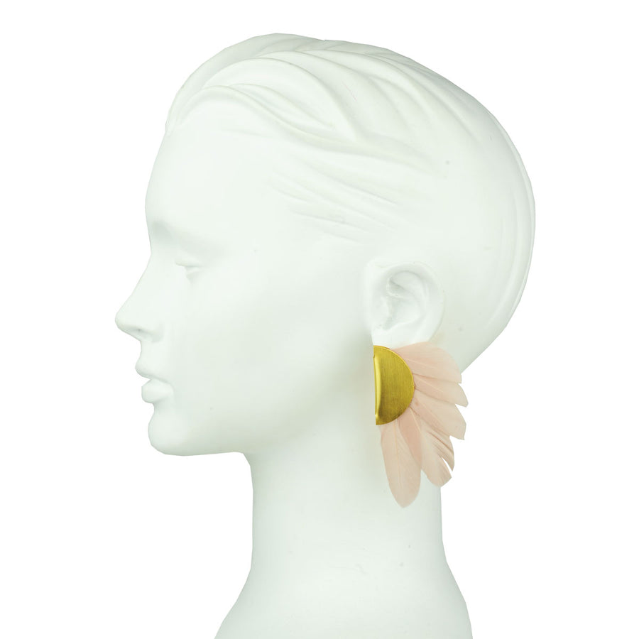 clip earrings with nude beige feathers