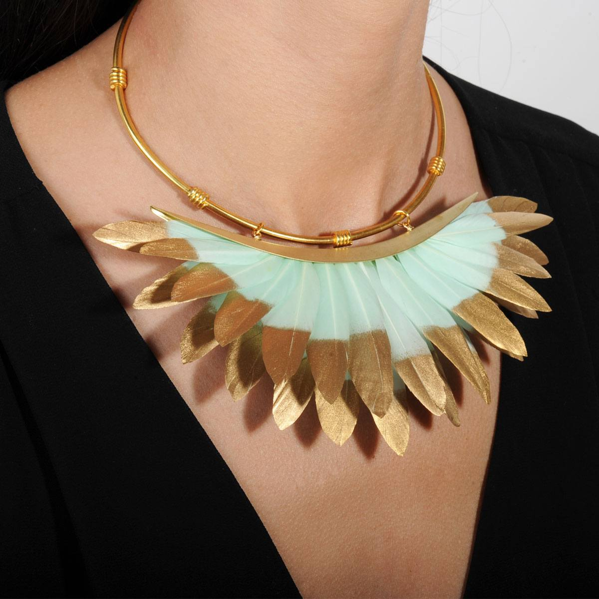 Artemis Light Veraman and Gold Feather Collar Necklace