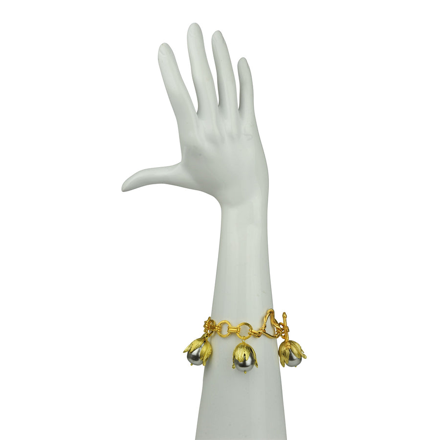 kATERINA pSOMA Chain Bracelet with Grey Pearls  DETAIL