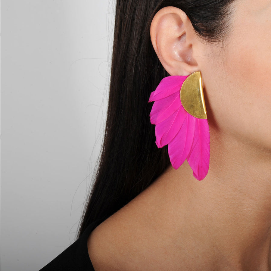 clip earrings with fuchsia feathers