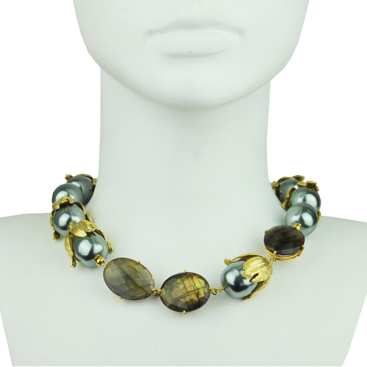 short necklace with grey pearls and labradorite katerina psoma detail