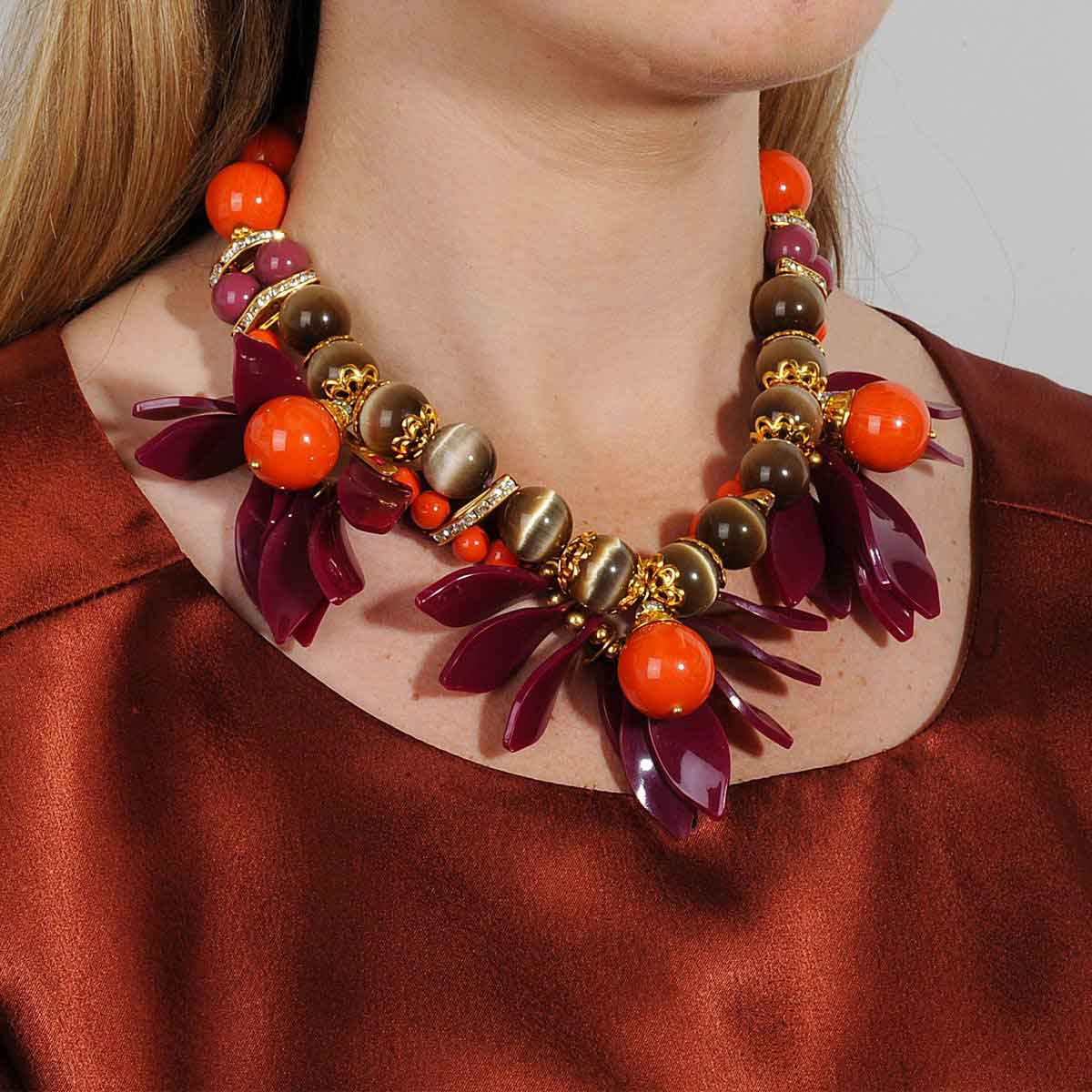 CORAL SHORT SUMMER STATEMENT NECKLACE