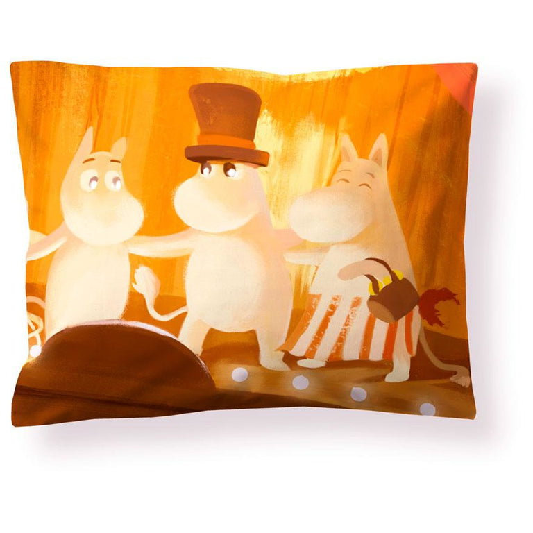 Moominvalley Summer satin pillowcase 50 x 60 cm by Finlayson - The Official Moomin Shop