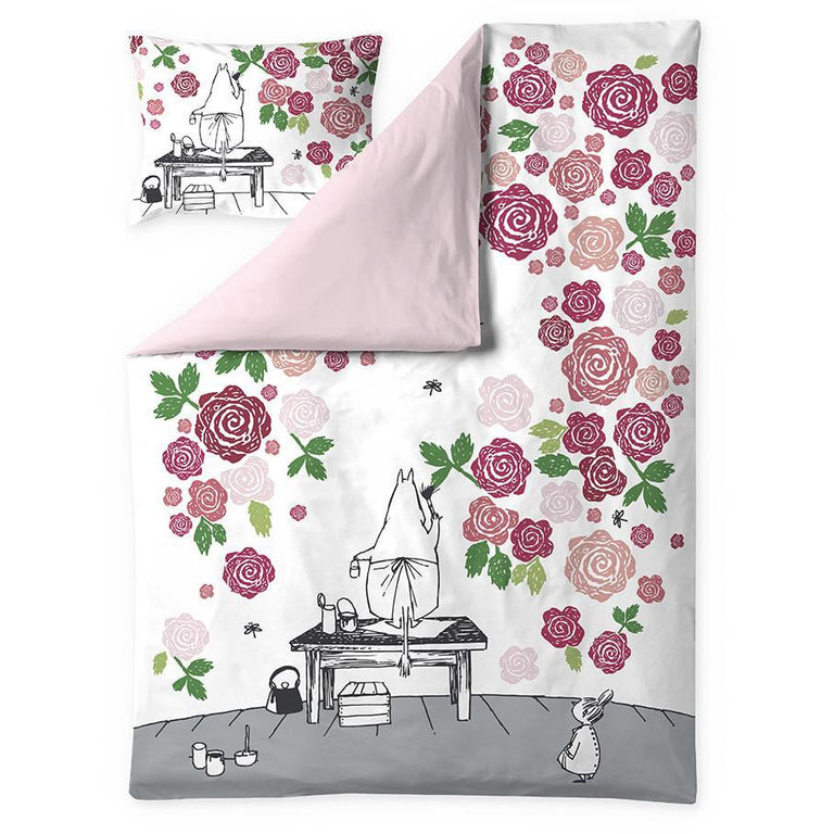 Moominmamma Rosegarden satin duvet cover set 150 x 210 cm by Finlayson - The Official Moomin Shop