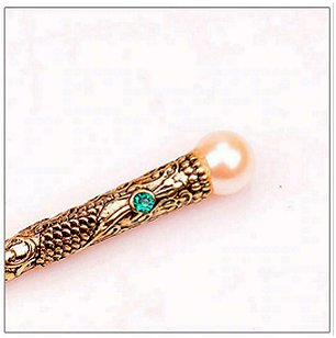 close up of top of Dreadz Hair Stick with Blue Jewel Detail (x 1 hair stick) showing detail and imitation pearl gemstone