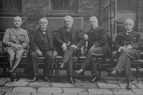 Foch, Clemenceau, Lloyd George, Orlando, Sonnino pose in world leader's conference