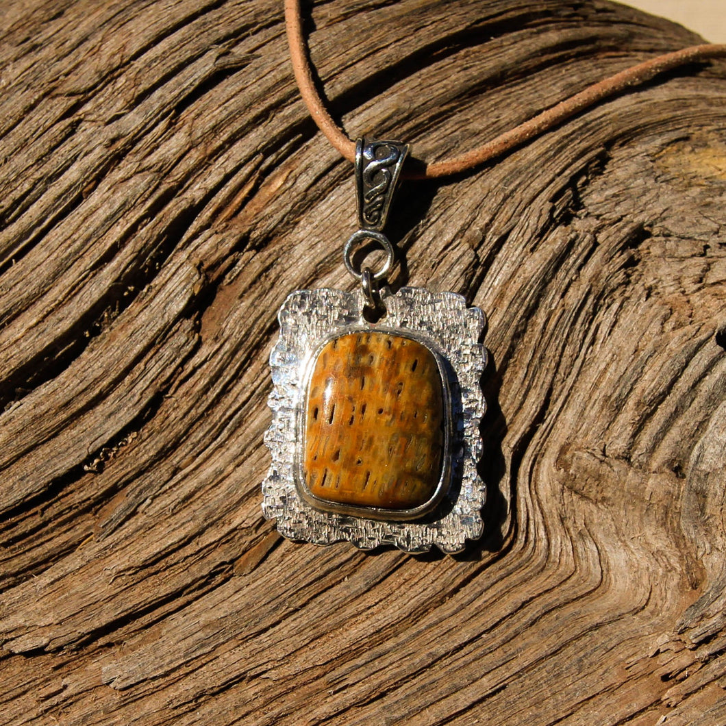 Petrified Palm Cabochon and Sterling Silver Pendant (SSP 1091)