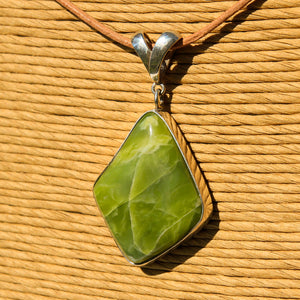Green Serpentine (Healerite) Cabochon and Sterling Silver Pendant (SSP 1172)