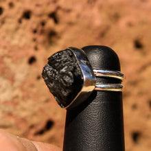 Load image into Gallery viewer, Moldavite Cabochon and Sterling Silver Ring (SSR 1025)