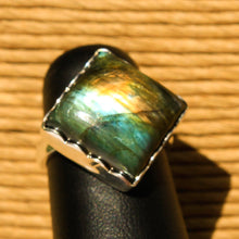 Load image into Gallery viewer, Labradorite Cabochon and Sterling Silver Ring (SSR 1035)
