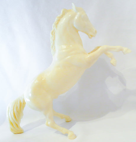 Fighting Stallion, Unpainted