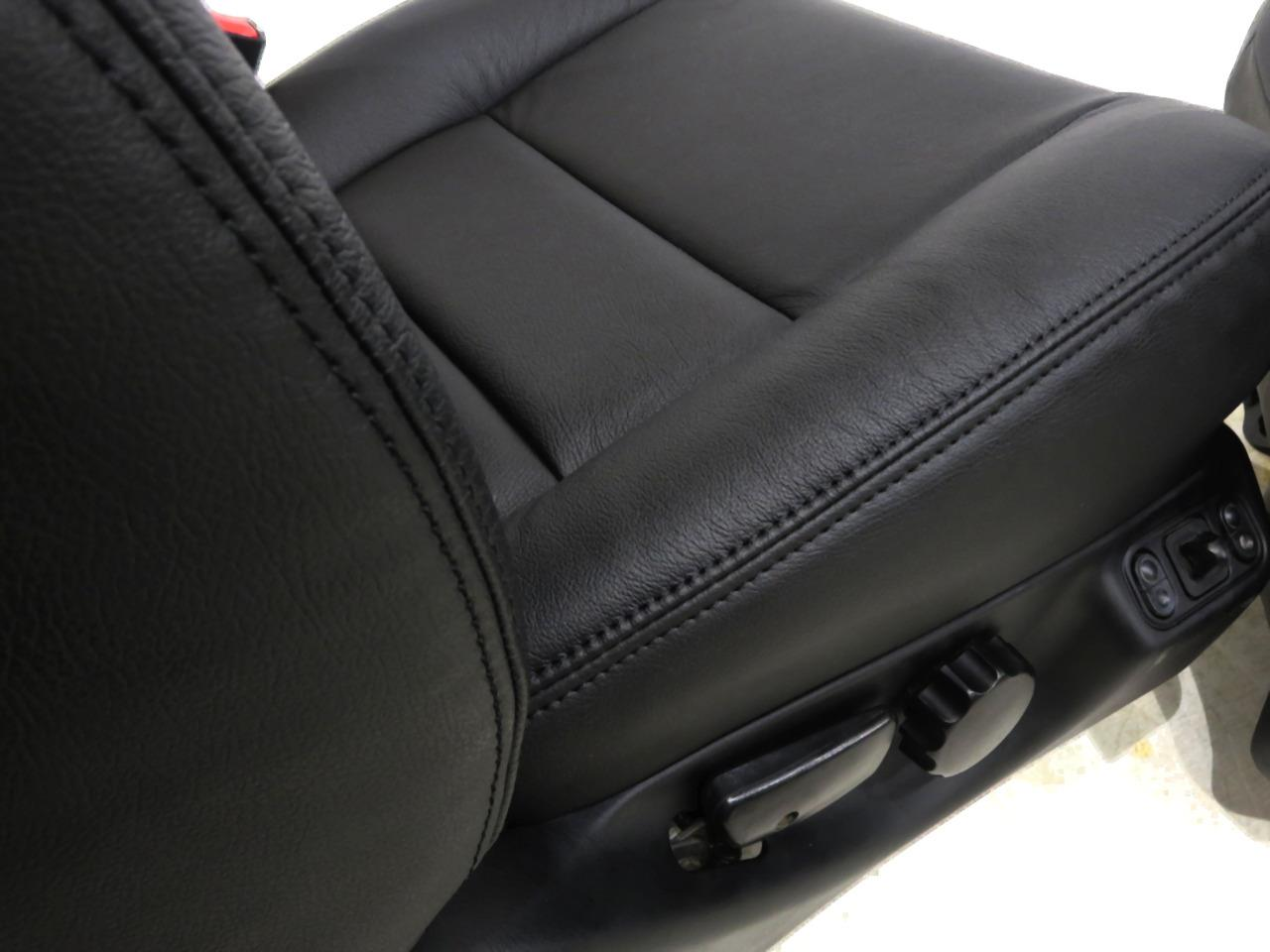 O on 2001 Ford Expedition Seats