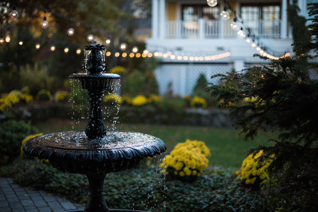 8 Ideas to Decorate With Garden Fountains