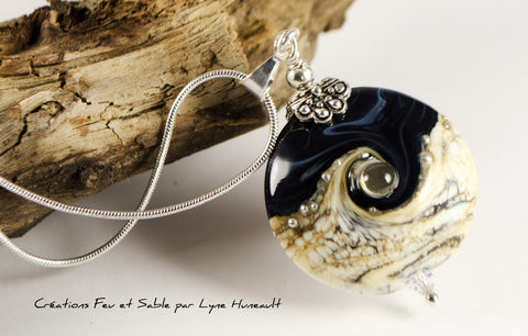 Life Swirl - Navy blue and sand - Pendant with Chain