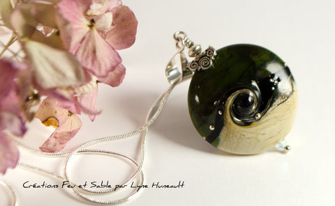 Life Swirl - Pendant in Olive Green and Sand