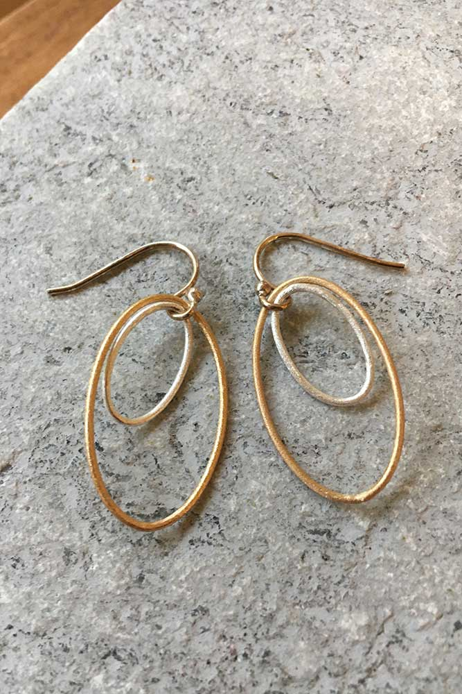 Mixed Metal Double Oval Kiss Earring