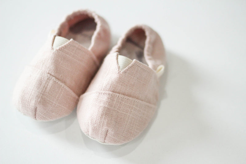 CRIB SHOES GIVEAWAY with Scarlettos