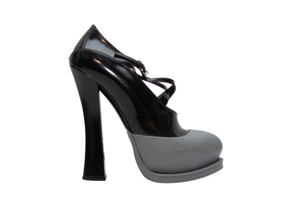 Black & Multicolor Romance Was Born Floral Print Cape