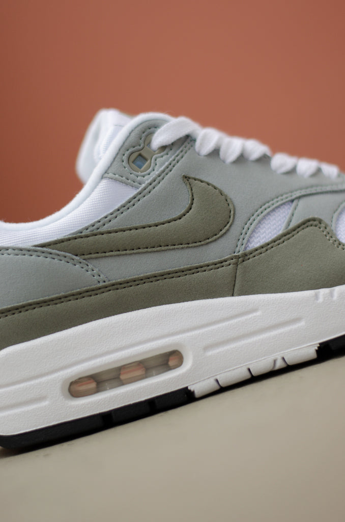 Nike Women's Air Max 1 (White/Light Pumice/Black/Dark Stucco) 319986-105