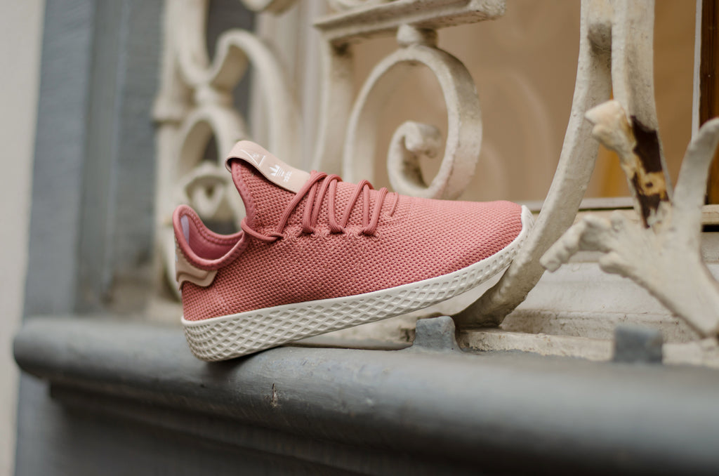 220de4105 ... Adidas Pharell Williams Tennis Hu W Ash Pink Chalk White DB2552