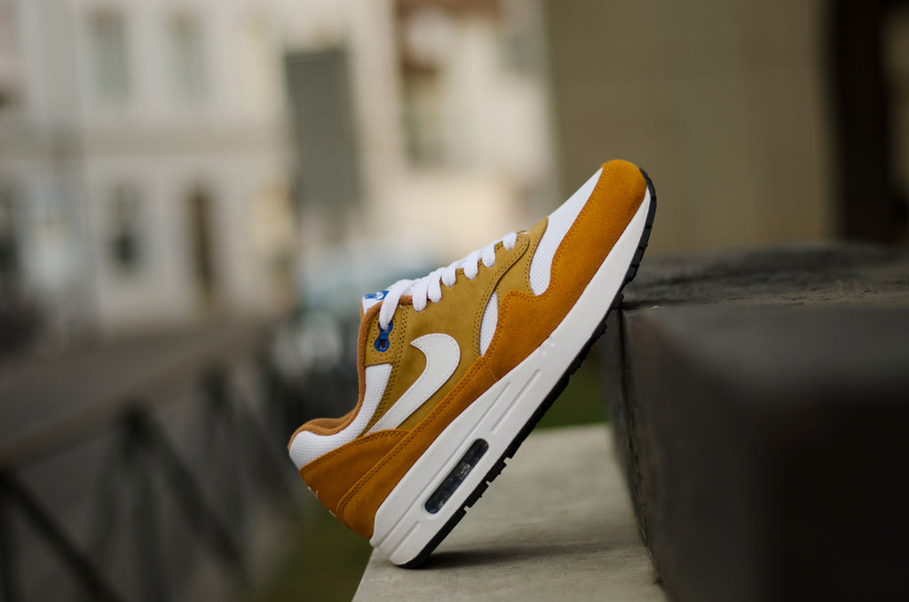 timeless design fcce2 95e55 ... Nike Air Max 1 Premium Retro ( Dark Curry  White  Blue ) 908366-